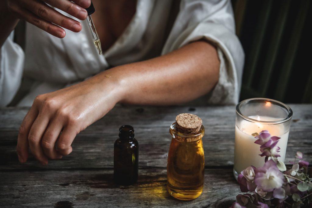 Aroma-Anwendungen auf einem Arm, DIY at Home