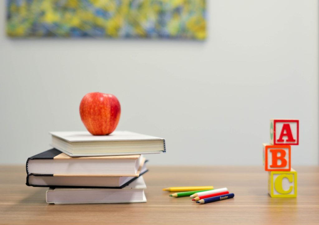 Schulöle: Bücher, Stifte, Buchstaben