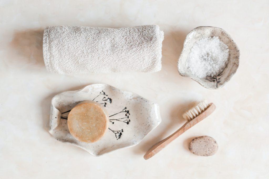 Chemiefreie Körperpflege: natürliche Reinigungsmittel und Zubehör